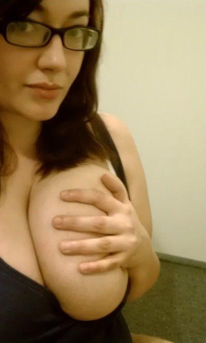 hands_bra_24