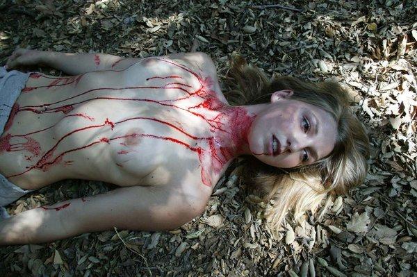 若い女性のレイプ死体 30