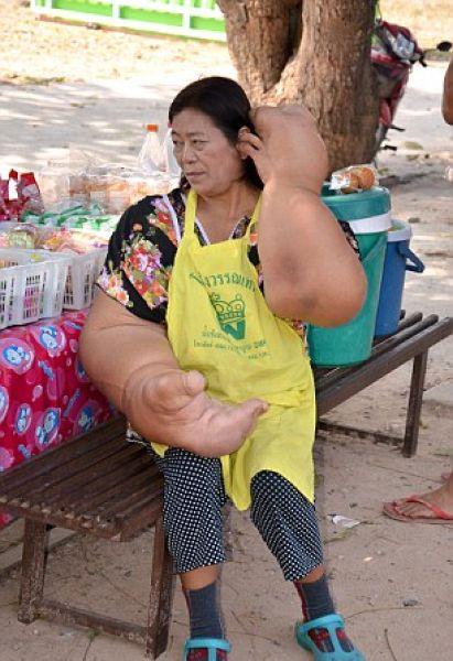 thai_woman_hands_03