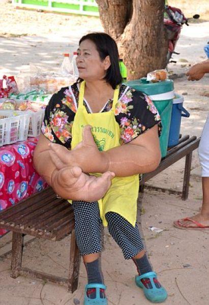 thai_woman_hands_04