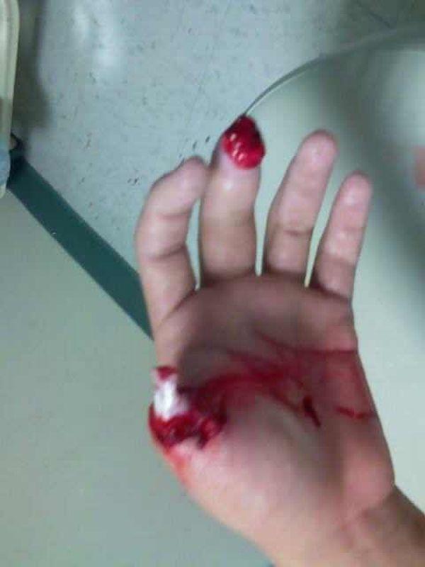 hand_vs_blender_01