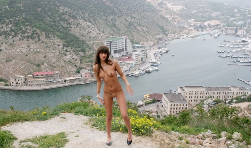 Naked_10