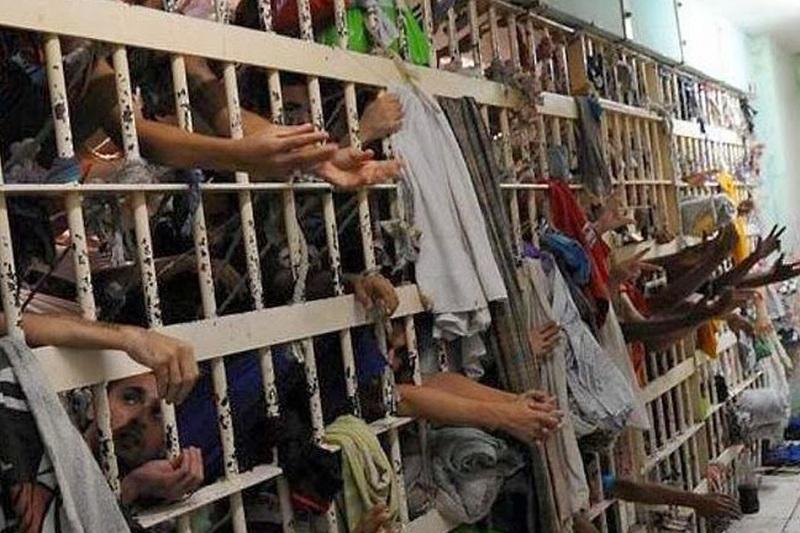 Tarso diz que recebeu o Central, em 2011, com 5.300 presos.