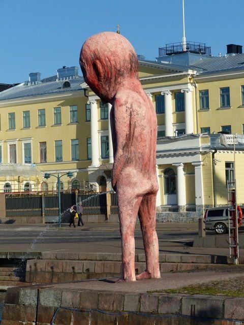 skulptura-pisajushhego-malchika_02