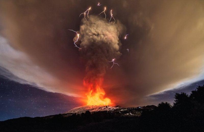 izverzhenie-vulkana-na-gore-jetna_01