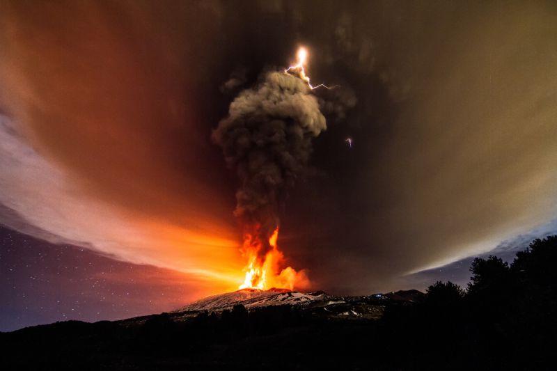 izverzhenie-vulkana-na-gore-jetna_02
