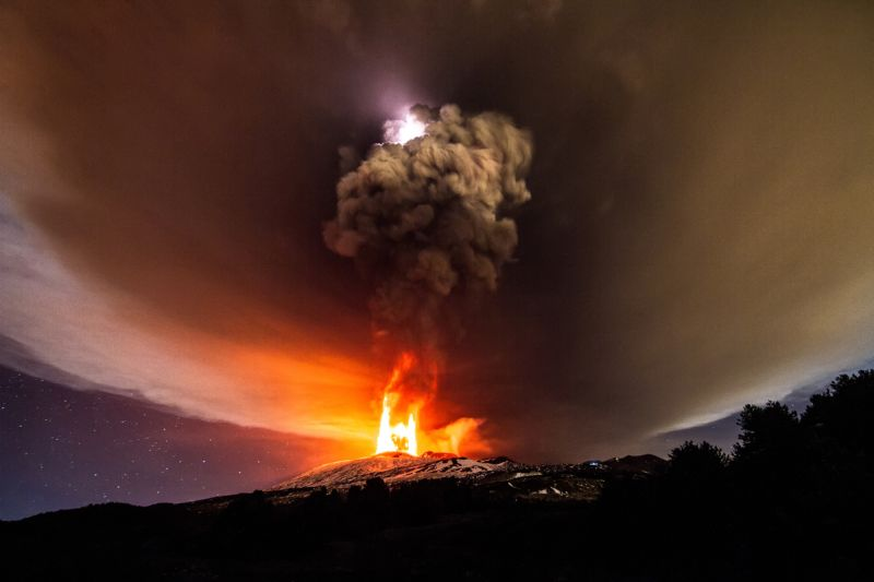 izverzhenie-vulkana-na-gore-jetna_03