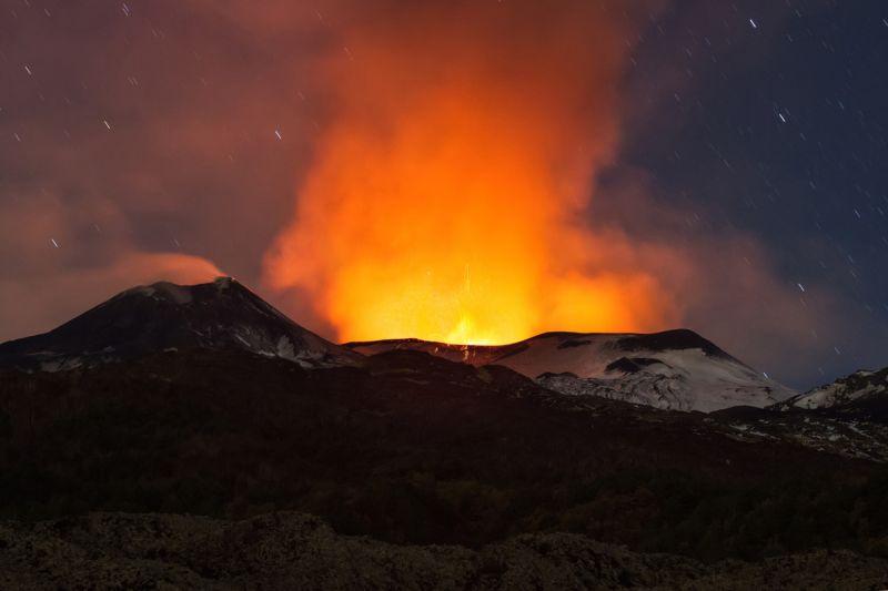 izverzhenie-vulkana-na-gore-jetna_09