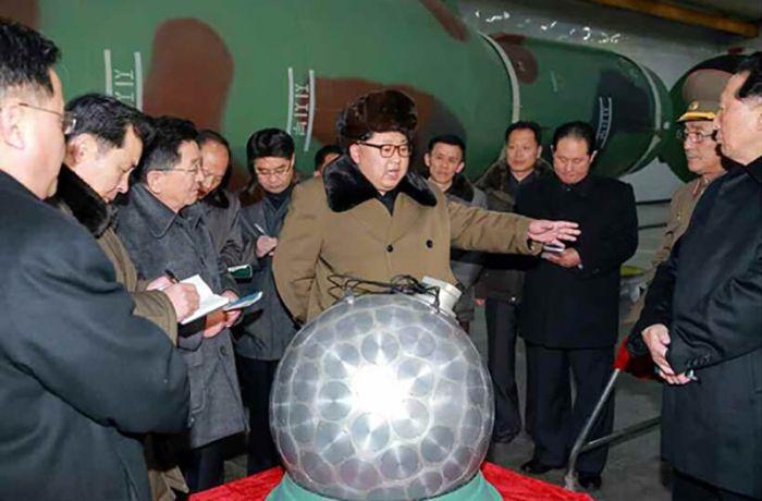 kim_jong_nuclear_warhead_01