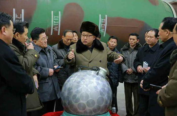 kim_jong_nuclear_warhead_02