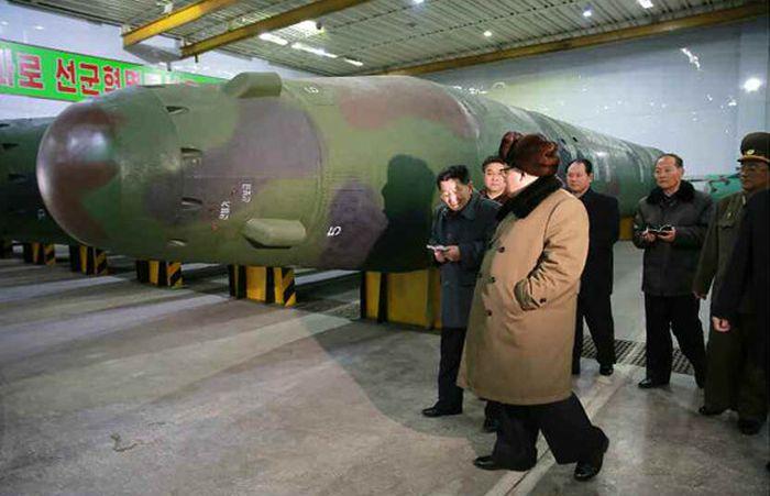 kim_jong_nuclear_warhead_03