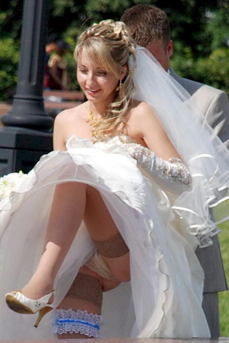 women nude under skirt