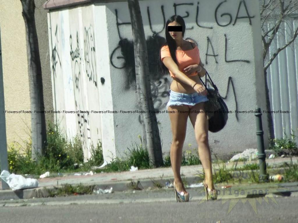 prostitutas semidesnudas en la calle prostitutas en la laguna