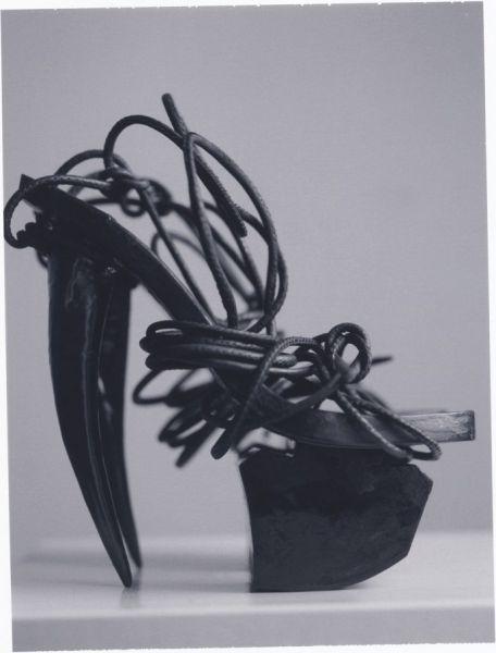 insane_hign_heels_640_21