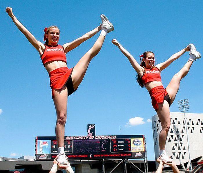 high_kicking_cheerleaders_44