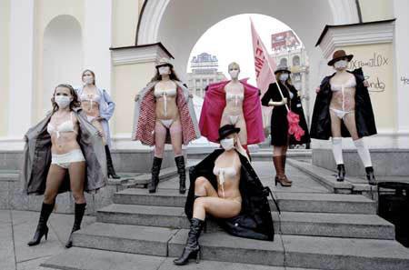 ukrainian-femen-topless-protesters-80