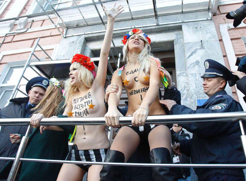 ukrainian-femen-topless-protesters-13