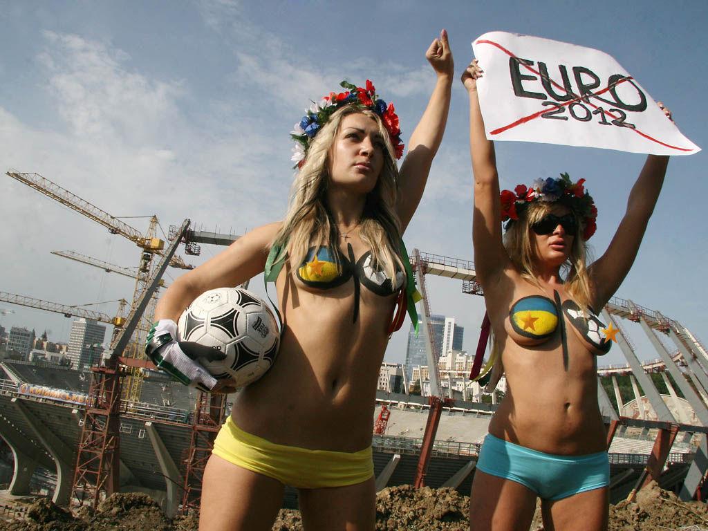 ukrainian-femen-topless-protesters-65