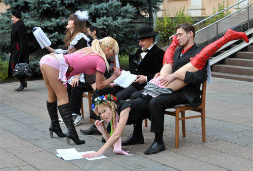 ukrainian-femen-topless-protesters-70