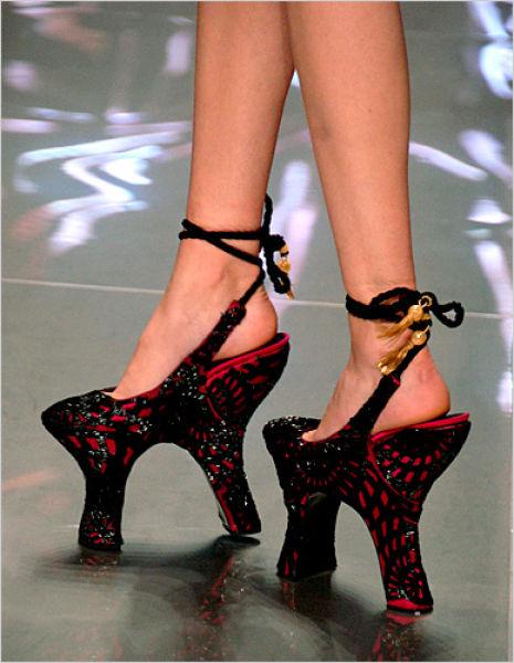 insane_hign_heels_640_25