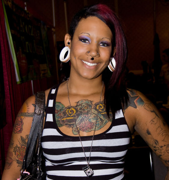 girls_overly_obsessed_with_body_modification_11