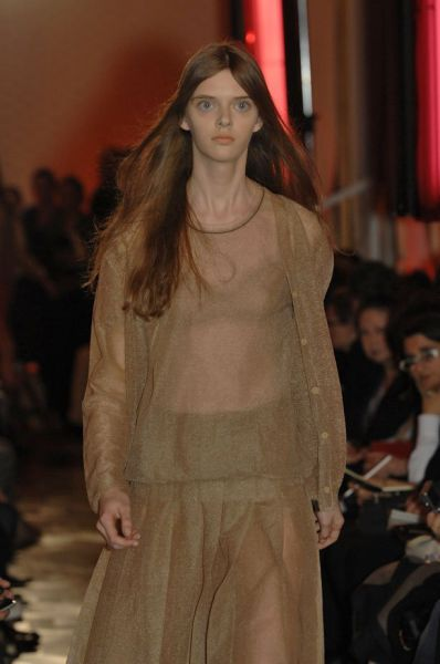this_dolleyed_model_is_a_catwalk_sensation_640_09