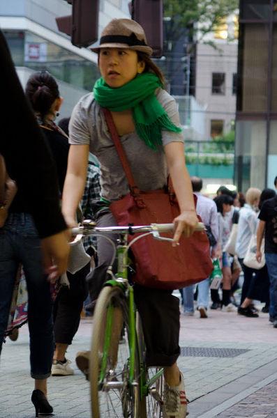 strange_japanese_womens_fashion_640_03
