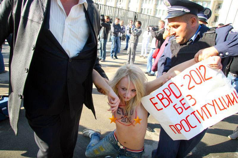 ukrainian-femen-topless-protesters-107