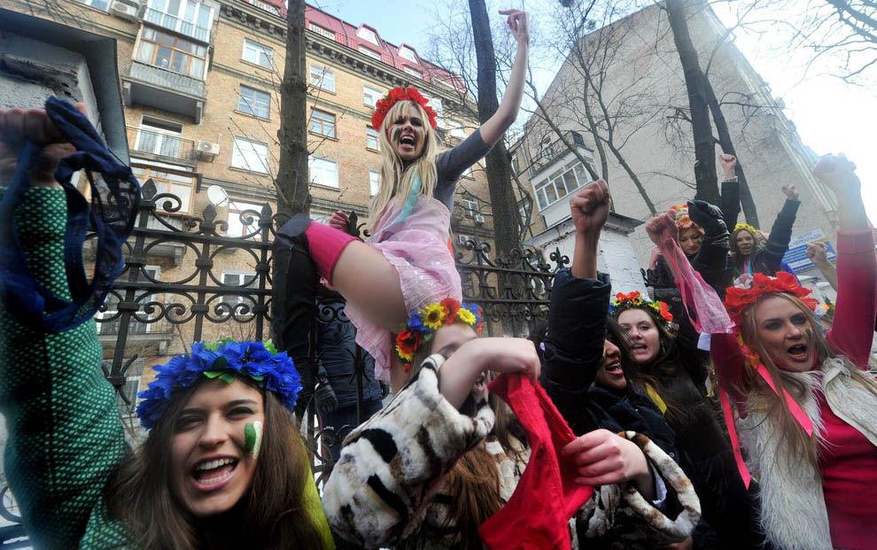ukrainian-femen-topless-protesters-74