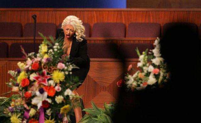chistina_aguilera_etta_james_funeral_640_03