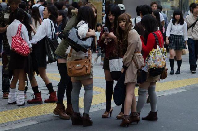 strange_japanese_womens_fashion_640_32