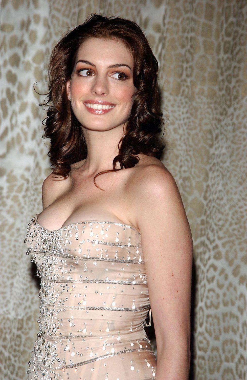 Anne Hathaway 157