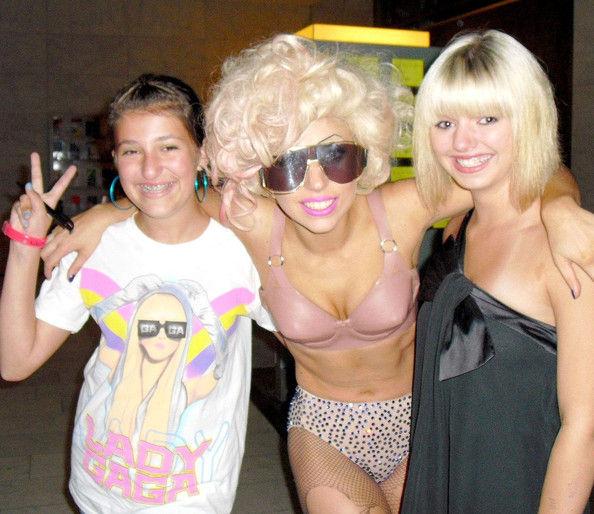 Drunk+Lady+Gaga+Posing+Pictures+Fans+M2y2uBJV59Ul