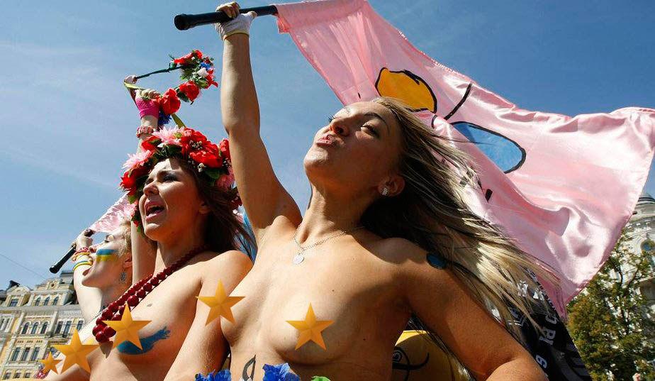 ukrainian-femen-topless-protesters-4