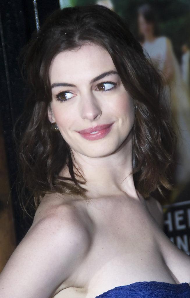 Anne+Hathaway+Anne+Hathaway+Arriving+Screening+IGcK2GBRHqox