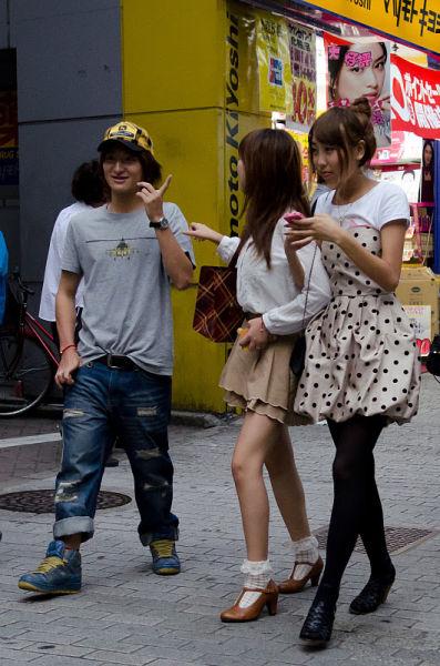 strange_japanese_womens_fashion_640_45