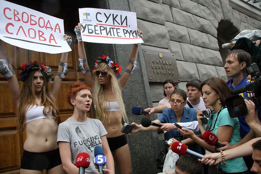 ukrainian-femen-topless-protesters-83