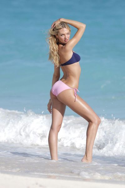 candice_swanepoel_in_bikinis_640_09