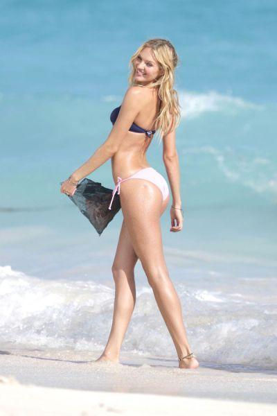 candice_swanepoel_in_bikinis_640_12