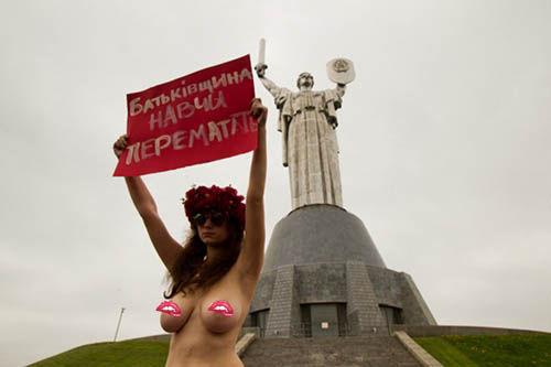 ukrainian-femen-topless-protesters-56