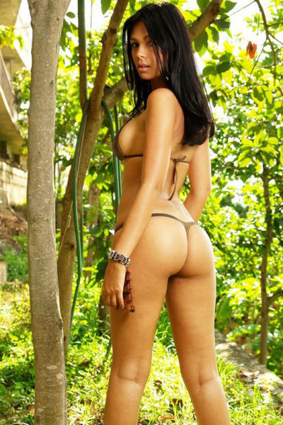 brazilian_women_and_their_booties_640_28