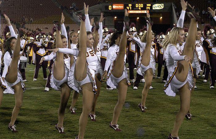 high_kicking_cheerleaders_24