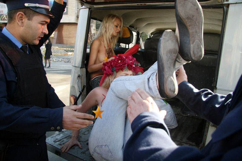 ukrainian-femen-topless-protesters-108