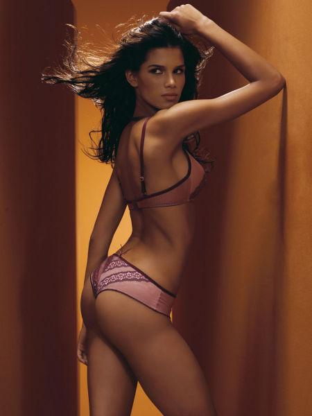 brazilian_women_and_their_booties_640_07