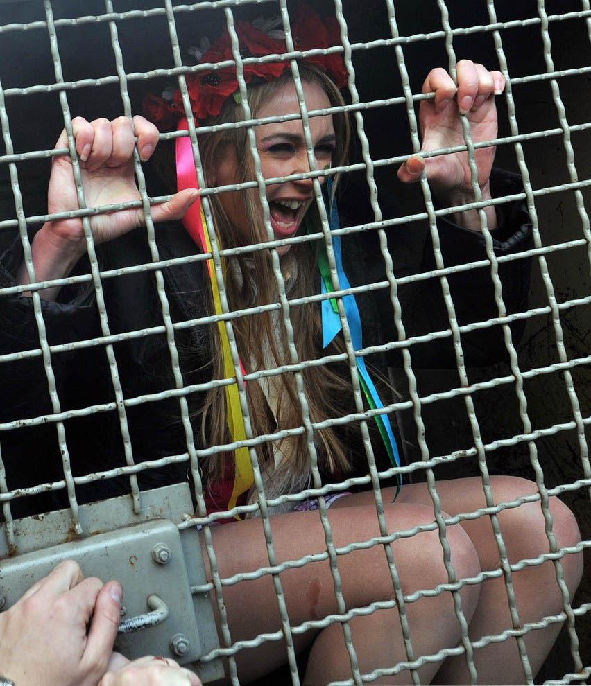 ukrainian-femen-topless-protesters-25