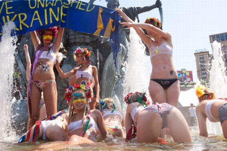 ukrainian-femen-topless-protesters-37