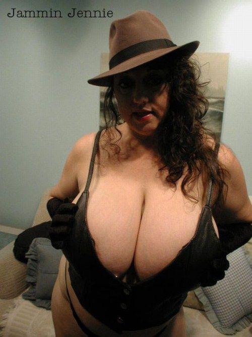 girls_with_xxxxxl_breasts_24