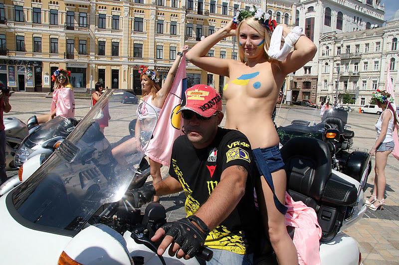 ukrainian-femen-topless-protesters-91