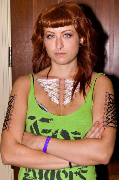 girls_overly_obsessed_with_body_modification_08