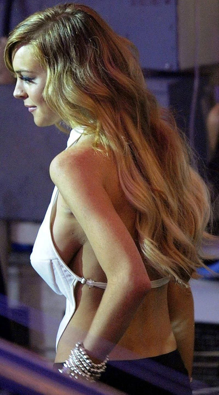 lindsay-lohan-boob-81
